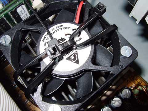 Lüfterklammer durch Kabelbinder ersetzt