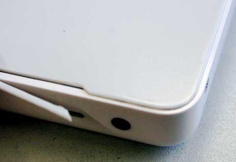 MacBook mit gebrochenen Topcase